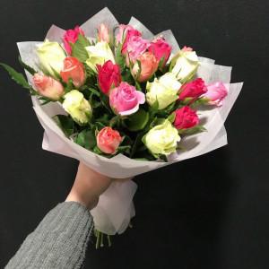 Букет из 21 яркой кенийской розы