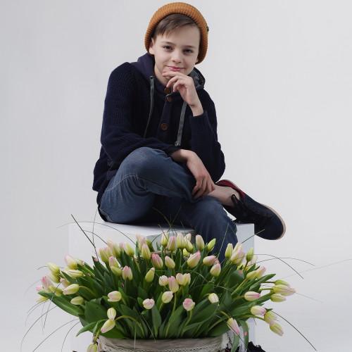 Корзина из 121 тюльпана